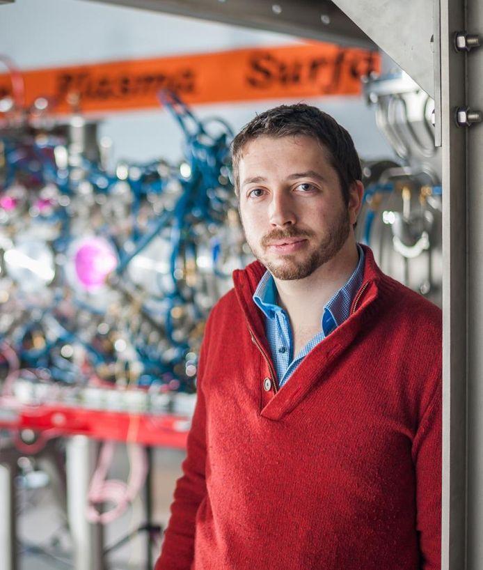 Thomas Morgan bij Differ's onderzoeksfaciliteit Magnum-PSI in Eindhoven.