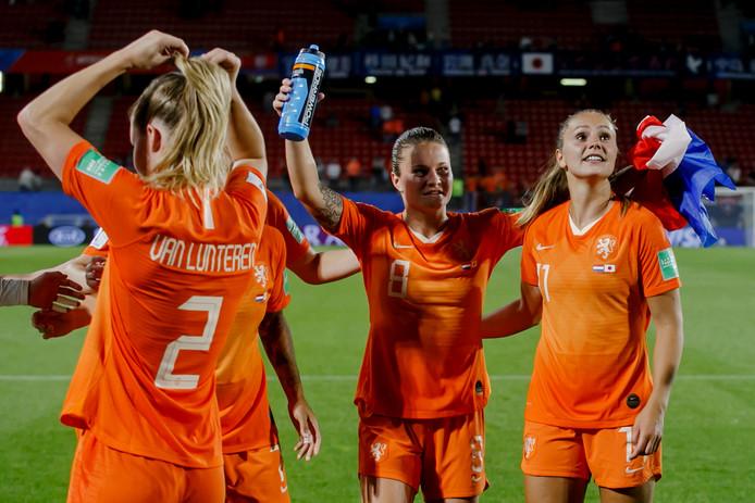 Desiree van Lunteren, Sherida Spitse en Lieke Martens.