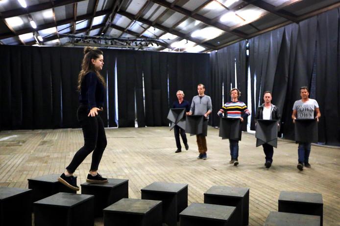 20170606 - Zundert - Foto: Ramon Mangold/ Pix4Profs - Theater-repetitie van het Zundertse-toneel voor de productie 'harmonie'.