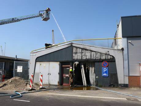 Grote brand in Waalhaven onder controle