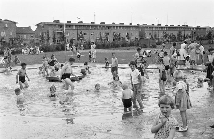 Het zwembadje in de Zeeheldenbuurt werd in 1958 geopend.