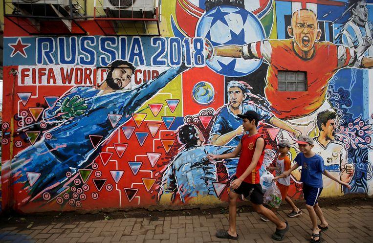 Een muurschildering in Jakarta ter promotie van het WK in Rusland. Beeld AP