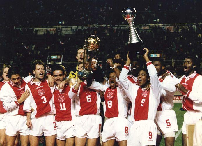 Ajax viert feest na het behalen van de Wereldbeker voor clubs.