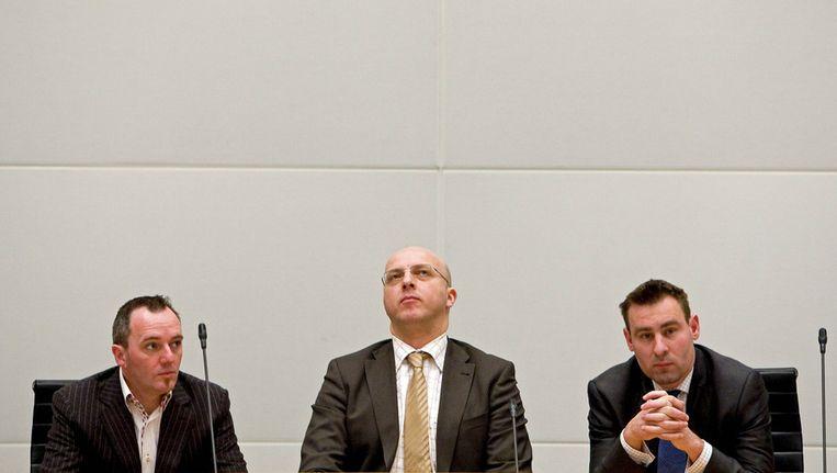 PVV-leden Machiel de Graaf (L), lijsttrekker Sietse Fritsma (M) en Richard de Mos (R) tijdens de definitieve uitslag van de gemeenteraadsverkiezingen in Den Haag in 2010. © ANP Beeld