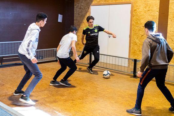 De lancering van 'Rupeljoeng' ging gepaard met een namiddag vol activiteiten, zoals pannavoetbal.
