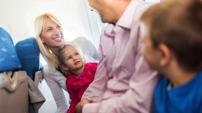 """Nieuw rapport: """"Passagiers laten betalen om samen te zitten gevaarlijk bij evacuatie vliegtuig"""""""