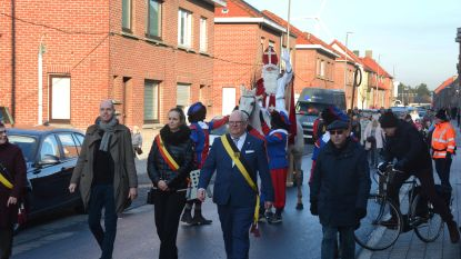 Sinterklaas mag eerste fietsstraat feestelijk openen, bloembakken verhinderen gevaarlijke inhaalmanoeuvres