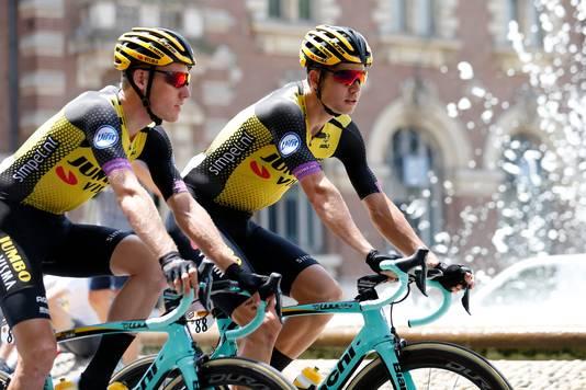 Mike Teunissen (L) en Wout van Aert.