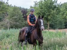 Eenzaam op 'n paard  1000 km door Mongolië; Esther Leenen uit Someren ziet voor goede doel af in Mongol Derby