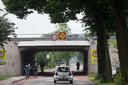 De tunnel onder de A12 bij De Klomp waar doorgaand gemotoriseerd verkeer niet meer door mag gaan. De mensen op deze foto doen niets verkeerd.