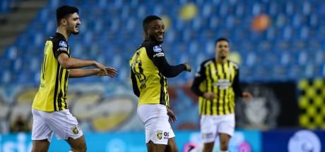 Bazoer schiet Vitesse met geweldige pegel naast Ajax