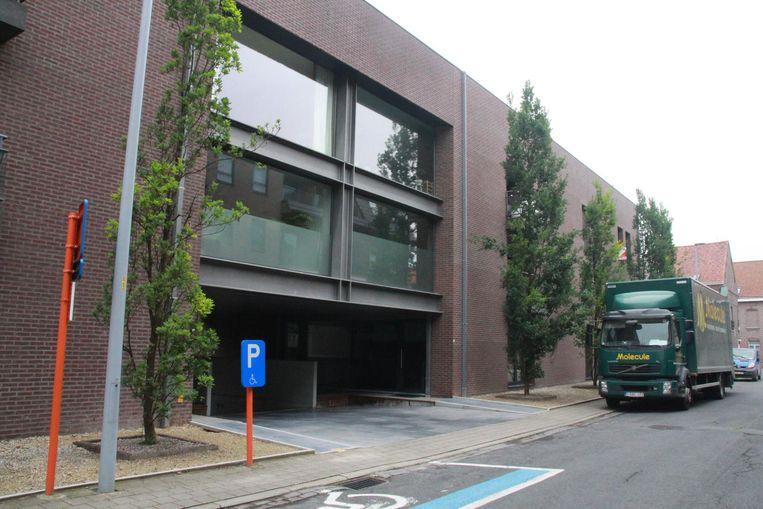 Het appartementsgebouw is gelegen in de Koperdraadstraat.
