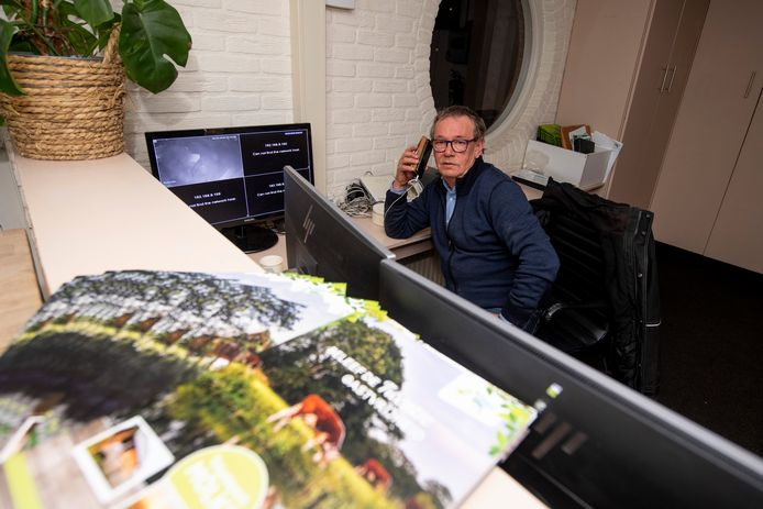 Eigenaar Bert van de Maat is donderdagavond meteen op zijn fiets gestapt naar zijn vakantiepark Mölke en wordt overspoeld met appjes en telefoontjes.