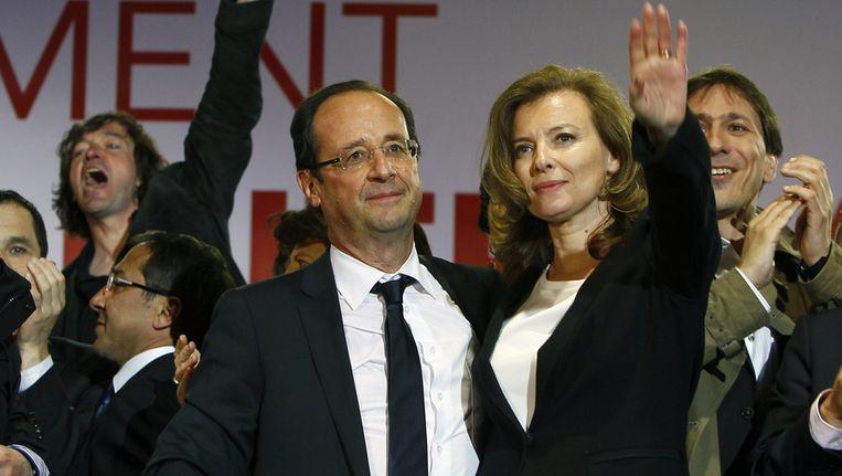 Hollande met zijn levenspartner Valérie Trierweiler. Beeld null