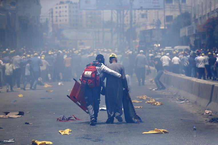 Zowel in de Oude Stad van Jeruzalem als op de Westelijke Jordaanoever (foto) raakten Palestijnse demonstranten slaags met veiligheidstroepen.  Beeld AFP