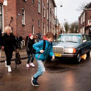Veilig Verkeer Nederland wil dat vrachtwagens schoolroutes mijden