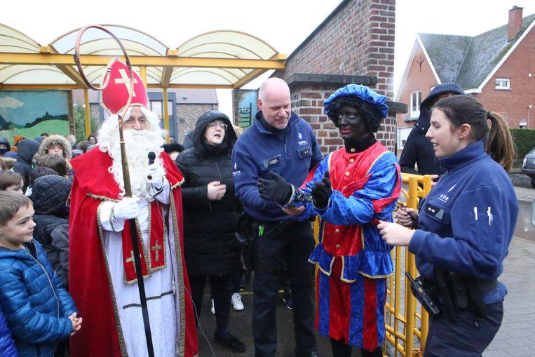 Politie bracht de Hoofdpiet geboeid  tot bij de Sint