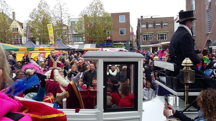 Sinterklaas komt aan op de Grote Markt in Goes.