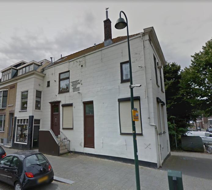Het huis van clown Bassie in Vlaardingen staat te koop.