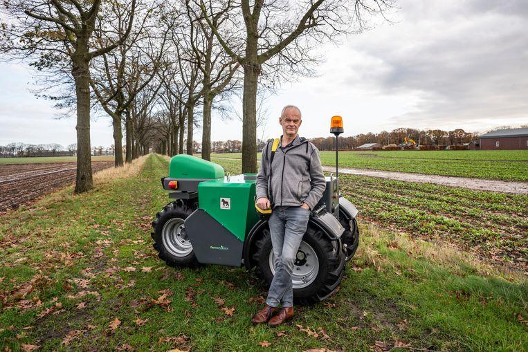 Thieu Berkers met zijn eTrac: 'Personeel om ze te bouwen, dat hebben we al achter de hand'. Beeld Roos Pierson