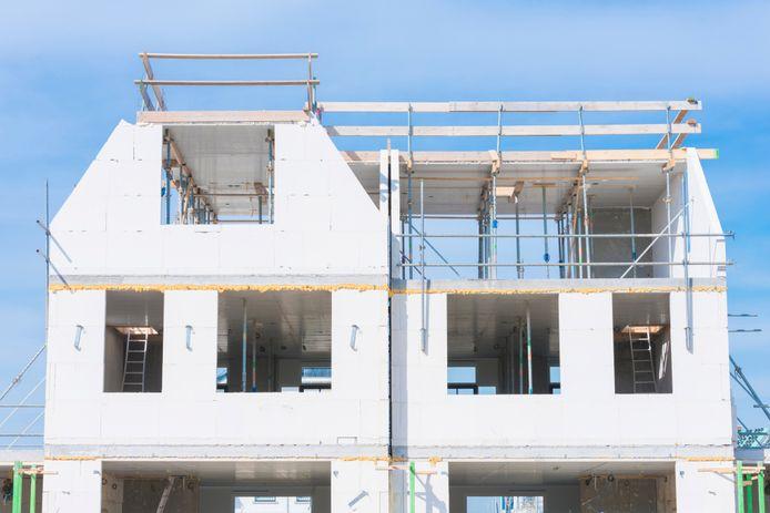 Dankzij de verhuurderheffing kunnen woningcorporaties minder nieuwe huizen bouwen, zegt koepelorganisatie Aedes.