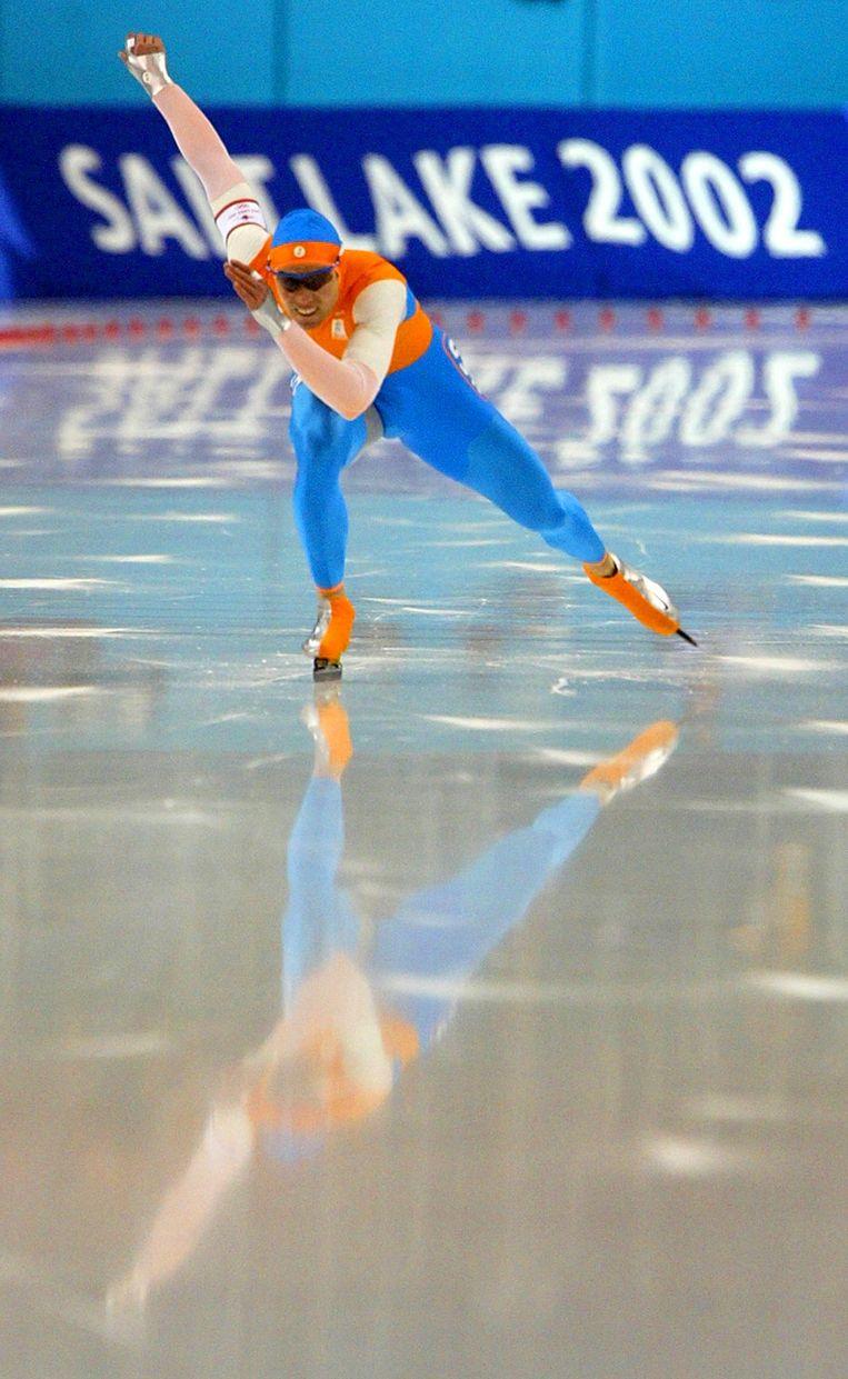 Gerard van Velde schaatst in 2002 een wereldrecord op het ijs van Salt Lake City. Beeld Getty Images