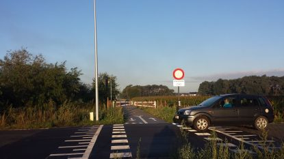 Fietsenmaker waarschuwt voor duimspijkers op fietssnelweg tussen Wachtebeke en Moerbeke