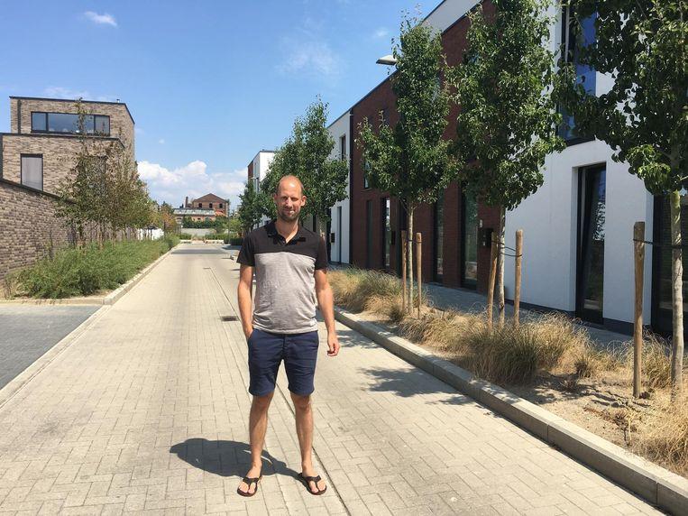 Buurtbewoner Filip Coertjens wil weten waar de geheimzinnige knallen vandaan komen.