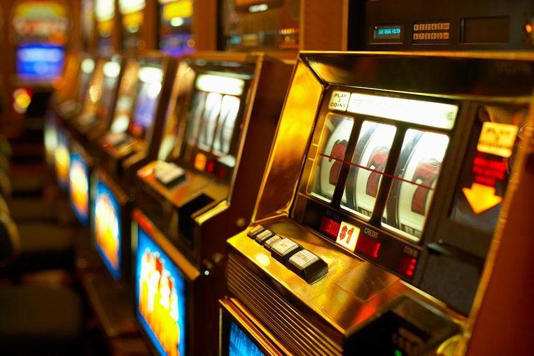 Illustratiebeeld - De twee mannen manipuleerden een speelautomaat in een casino.
