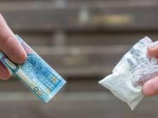 Agenten in burger betrappen op één avond in Arnhem drie drugsdealers en pakken ook hun klanten op