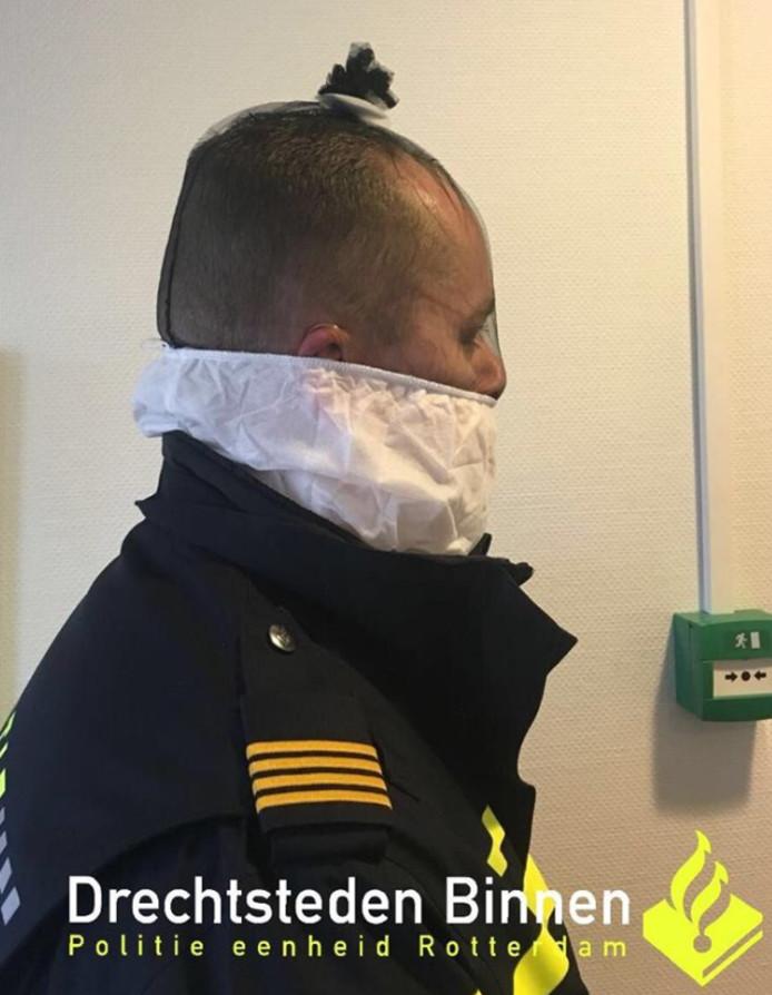 Het politieteam Dordrecht maakt sinds gisteren gebruik van de maskers.