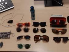 Van wie zijn deze zonnebrillen? Politie zoekt slachtoffers van autodiefstallen in Maarheeze