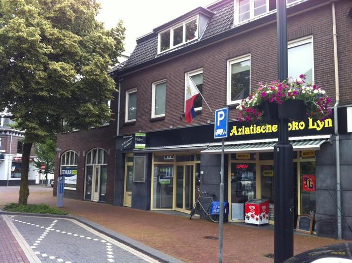 Deze winkels tegenover de Visserskerk worden verbouwd tot woonruimte, als het aan de eigenaar ligt.