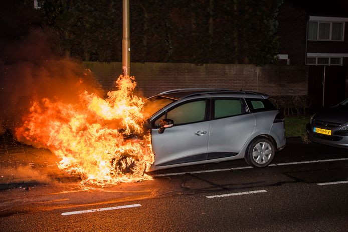 Afgelopen jaar werden ruim 4.000 autobranden gemeld (archieffoto)