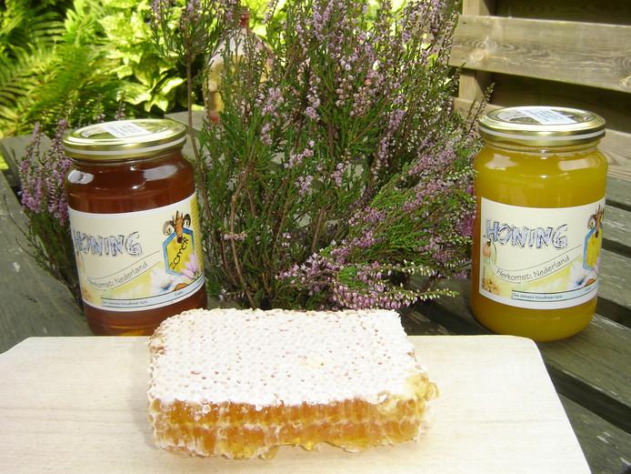 Heideraathoning is honing in zijn puurste vorm, die met raat en al gegeten wordt. Voor deze specialiteit worden geen kunstraten gebruikt, maar moeten bijenvolken zelf aan de slag.