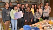 Barmannen zamelen 2.000 euro in voor goede doel
