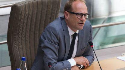 """Minister Weyts krijgt kritiek voor """"roekeloze communicatie"""" over exitstrategie: """"Het vertrouwen tussen school en ouders is verstoord"""""""