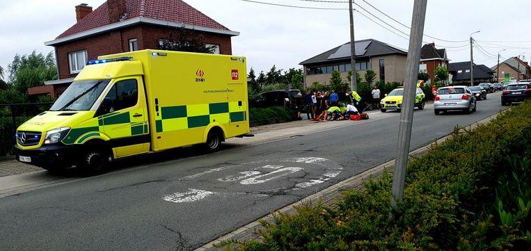 Het slachtoffer werd ter plaatse verzorgd en naar AZ Delta in Roeselare gebracht.
