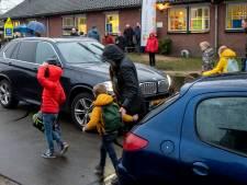 Buurt bezorgd over verkeerschaos bij Beatrixschool met komst 'noodwoningen' voor jongeren