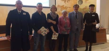 Gemma Gelderman (82) wint Groowt Ujes Diktee 2020; slechts één foutje