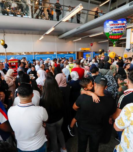 Hadj-vlucht landt op Eindhoven Airport: 'Het is een welkomstritueel'
