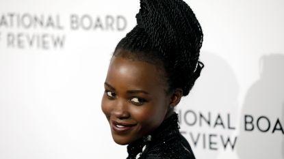 """Oscarwinnares Lupita Nyong'o schrijft kinderboek dat schoonheidsidealen in vraag stelt: """"Want als kind vroeg ik God om een lichtere huid"""""""