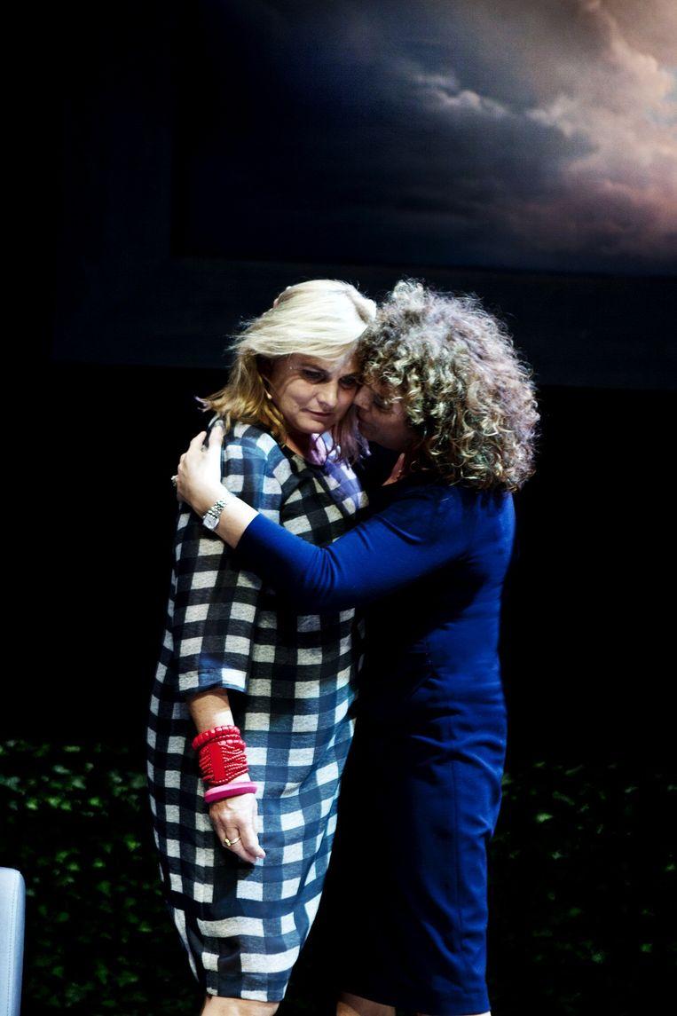 Anneke Blok als Noor (links) en Henriette Tol als Eva in Een goed nest. Beeld Sarah Wijzenbeek