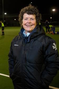 Een vrouw (67) op de bok bij de hockeyers van MHC Bemmel, én nog ex-international ook