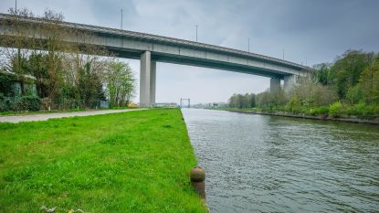 Man duwt twee agenten op snelweg op viaduct van Vilvoorde