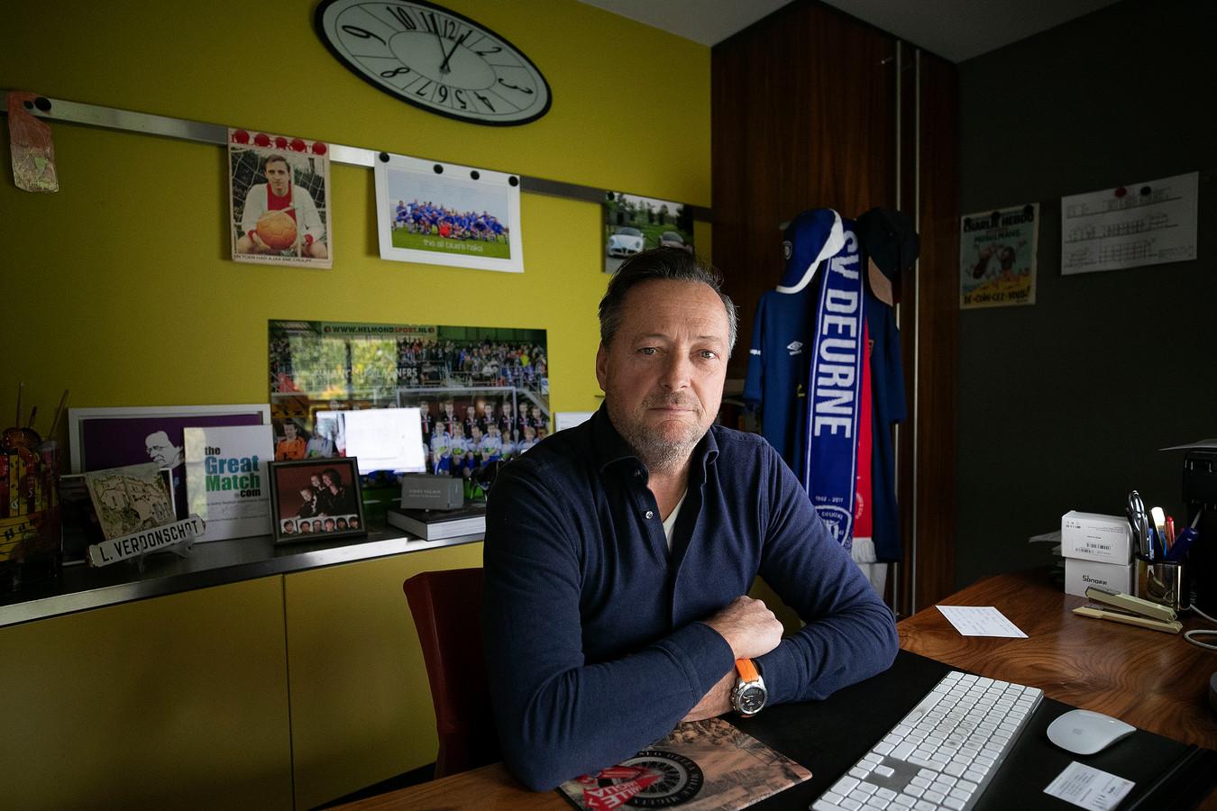Leon Verdonschot geeft na vijfenhalf jaar de voorzittershamer van SV Deurne weer door.