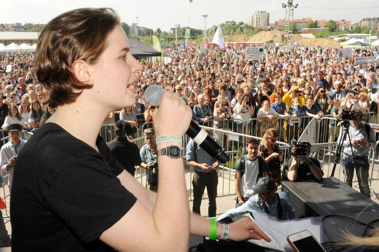 Anuna De Wever sprak vrijdag de aanwezigen toe op  de tweede Global Strike for Future in Brussel.