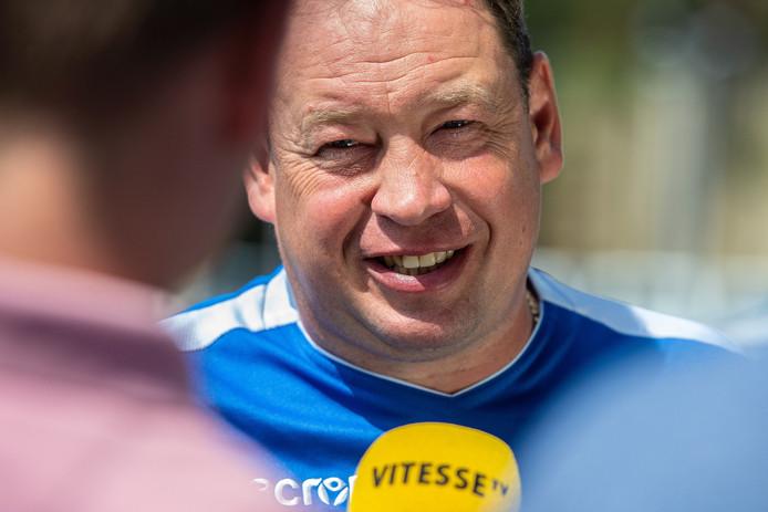 Leonid Sloetski praat Vitesse TV bij over de wedstrijd tegen Basel.