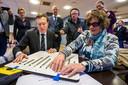 Minister Bruno Bruins (Medische Zorg) en zijn visueel gehandicapte VWS-collega Marianne Huijben brachten hun stem voor de Provinciale Statenverkiezingen en het Waterschap uit. In een aantal gemeentes konden mensen met een visuele beperking zelfstandig stemmen met behulp van een mal met audio-ondersteuning.