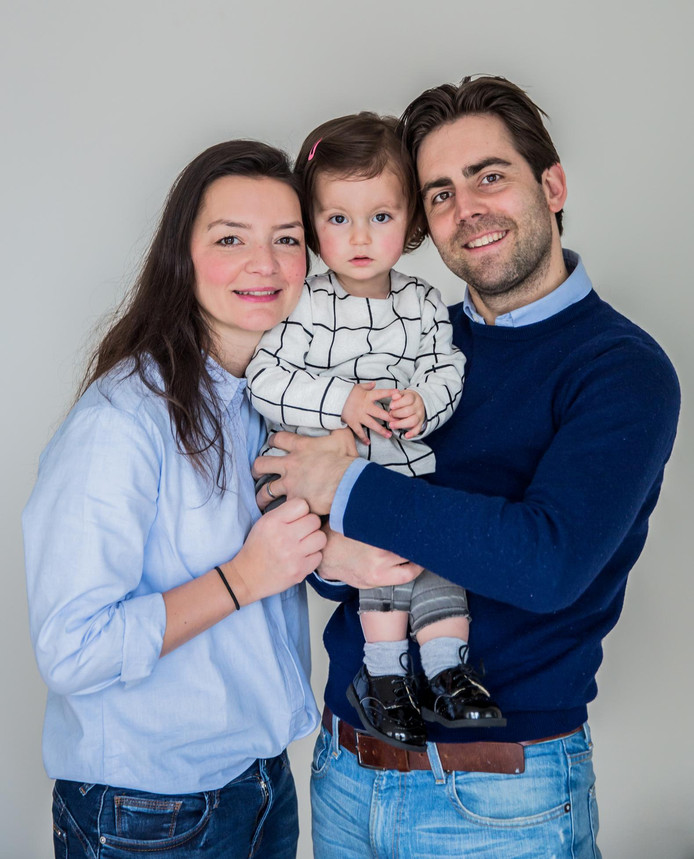 Bram Verbrugge met zijn vrouw Emine en dochter Sara.